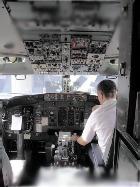 Пилот пассажирского лайнера скончался во время полета прямо за штурвалом