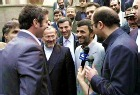 Ахмадинеджад освободил британских моряков