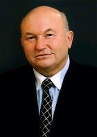 Лужков поручил столичным чиновникам ввести обязательное трудоустройство для выпускников городских вузов