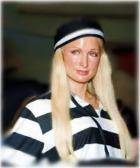 По решению суда Пэрис Хилтон вернулась в тюрьму - досиживать свой срок