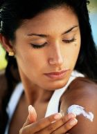 Внимание: надписи на кремах о 100% защите от солнца не соответствуют действительности!