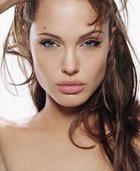 Анджелина Джоли судится с парфюмерами