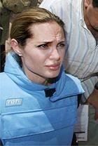 Анджелина Джоли с заботой о беженцах