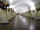 На трех станциях питерского метро остановлено движение - поезда встали в туннелях