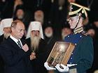 Президент передал в дар РПЦ фрагменты ризы Христовой