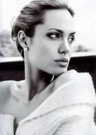 Анжелину Джоли наградят за мужество