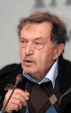 Русский писатель Василий Аксенов переведен в НИИ им. Склифосовского с инсультом