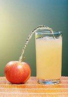 Яблочный сок полезнее пить с мякотью