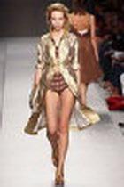 В «гуманитарке» – новая одежда от Gucci, Dior, Armani и Prada