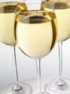 Белое вино «заставили» быть полезным