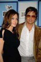 За близнецов Анджелины Джоли предлагают $15 млн.