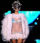 Мир моды продолжает бороться против женского истощения