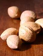 Беременным разрешили есть орехи