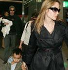 Джоли и Питт привезли в Японию всех своих детей