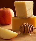 Бессонницу прогонят сыр, мед и липовый чай