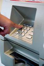 Новый вирус ворует данные о счете клиента через банкомат