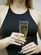 Белое вино оставляет пятна на зубной эмали