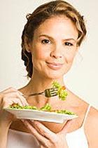 Меньше ешь – моложе выглядишь и больше живешь