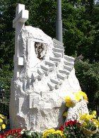 На Ваганьковском кладбище установлен памятник Александру Абдулову
