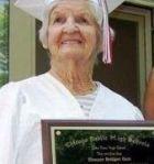 Жительница Чикаго окончила школу в 90 лет!