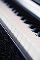 На улицах Лондона устанавливают общественные пианино