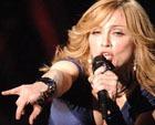 Питерские депутаты хотят засудить Мадонну за мат в видеоролике