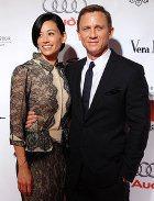 Агент 007 женился?
