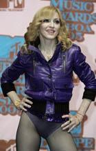 Мадонна навестила пострадавших при обрушении сцены в Марселе