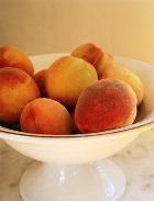 Яблоки и персики - плоды молодости