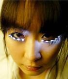 Японская новинка: светящиеся накладные ресницы