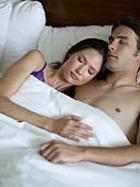 Почему мужчины во сне не слышат детский плач?