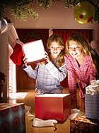 43% детей находят подарки еще до Рождества и Нового года