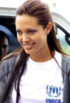 Анджелина Джоли не собирается усыновлять ребёнка из Гаити