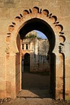 Древняя мечеть в Марокко накрыла верующих