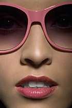 Темные очки провоцируют на обман