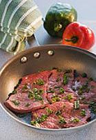 Ученые рассказали, как правильно жарить мясо