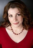 Стефани Майер продолжит писать о вампирах