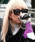 Леди Гага соблюдает целибат и призывает не заниматься сексом