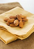 Миндаль защищает людей с повышенным уровнем холестерина