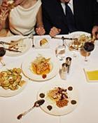 """Парадокс: стройные люди """"разоряются"""" на еде"""