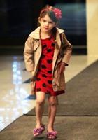 Вик Бекхэм и Кэти Холмс не поделили платье для дочерей