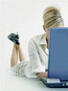 Что выбирают женщины – близость с любимым или Интернет?