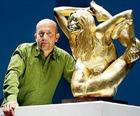 Продали золотую статую Кейт Мосс