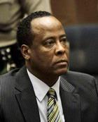 Присяжные засудили врача Майкла Джексона