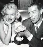 С молотка продано обручальное кольцо Мэрилин Монро