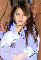 5-летняя Сури Круз красит губы
