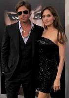 Джоли и Питт официально обручились