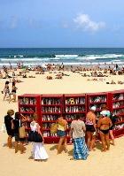 Новинка летнего сезона: библиотеки на пляжах