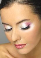 Сколько часов готовы тратить женщины на нанесение макияжа?