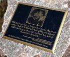 В Чикаго установлена мемориальная доска в честь первого поцелуя Барака Обамы